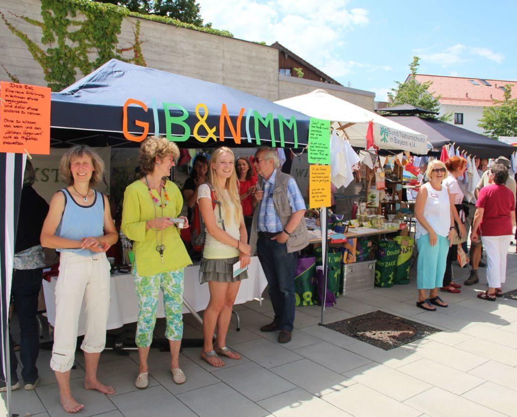 Gib & Nimm-Aktion beim Markt der Ideen in Holzkirchen